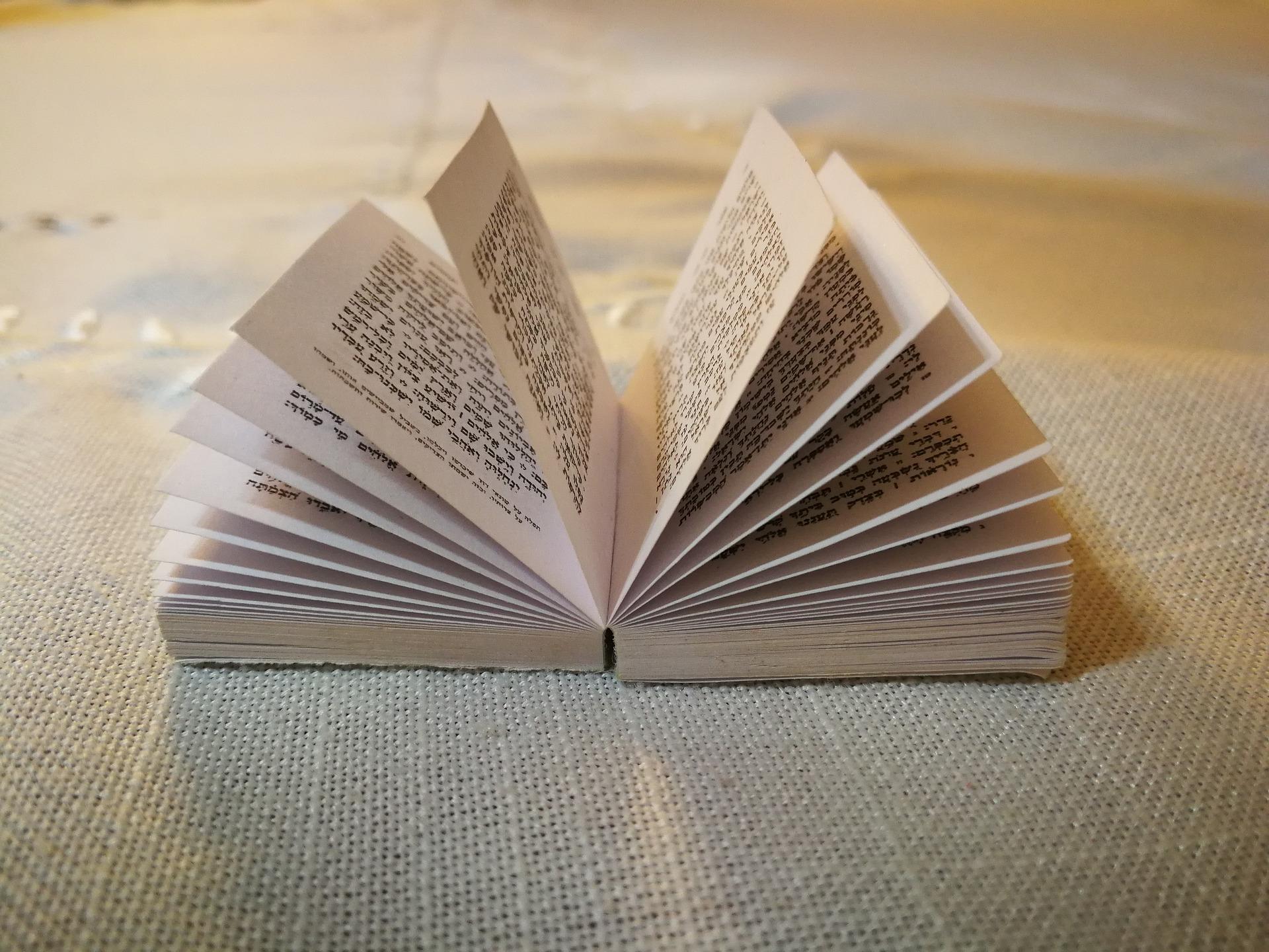 book-2878724_1920